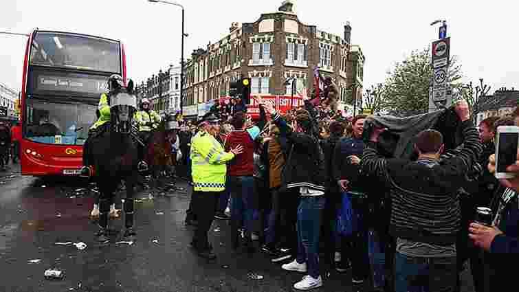 Фани лондонського «Вест Хема» закидали пляшками автобус із гравцями «Манчестер Юнайтед»