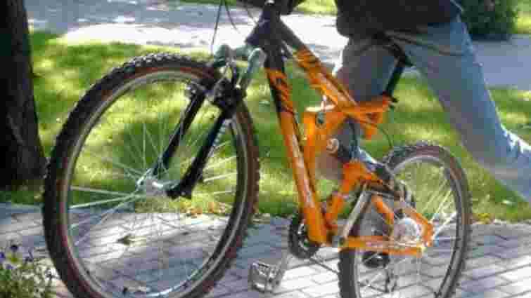У Старому Самборі водій налякав пострілами з пістолета підлітка-велосипедиста
