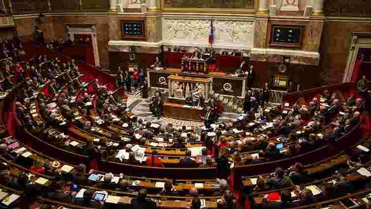 Парламент Франції відхилив вотум недовіри урядові