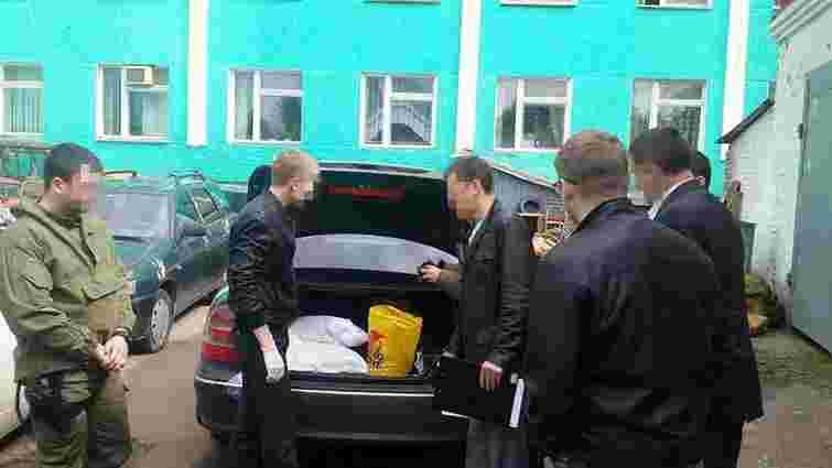 Правоохоронці затримали скупників бурштину із відбірним «сонячним каменем» на 4 млн грн