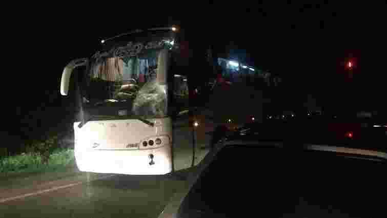 На Львівщині автобус, який їхав до Польщі, збив насмерть військового
