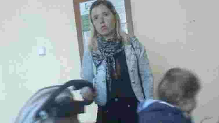 Поліція затримала неадекватну молоду львів'янку, яка напала на жінку в маршрутці