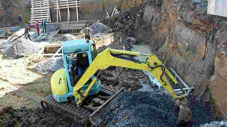 Під час будівництва торгового центру у Дрогобичі відбувся зсув грунту