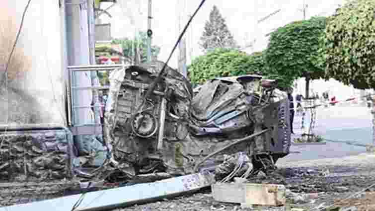 У Стрию внаслідок зіткнення з електроопорою згорів автомобіль