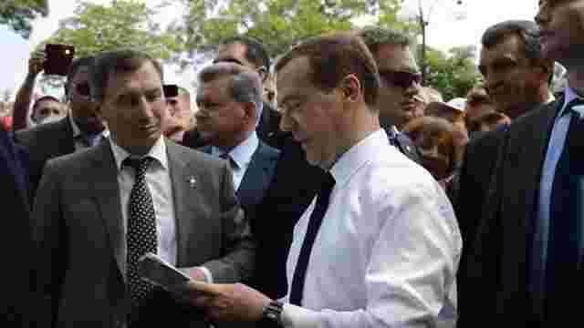 Медведєв – пенсіонерам в окупованому Криму: Грошей немає, але ви тримайтеся