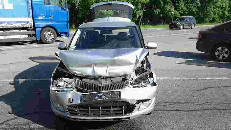Внаслідок автопригоди біля Львова госпіталізували двох людей