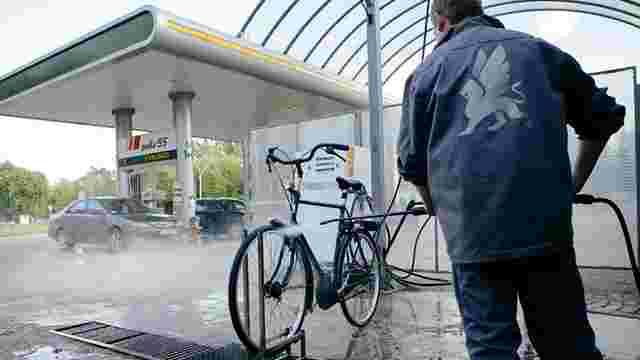 На львівській АЗС відкрили першу мийку для велосипедів