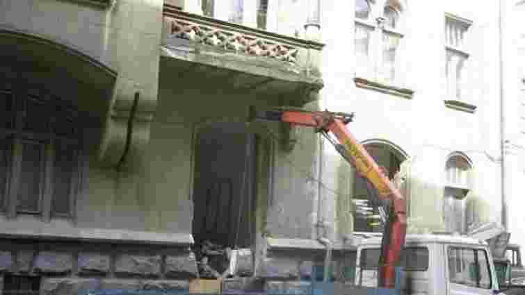 Прокуратура в суді вимагає відновити пошкоджену пам'ятку архітектури у Львові