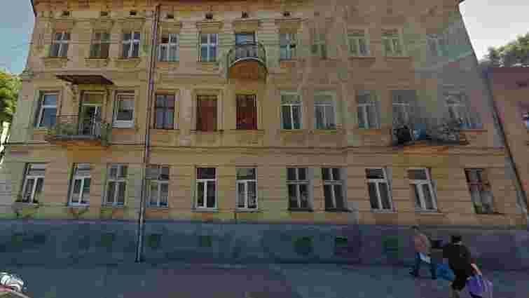 Уламки балкона травмували двох людей у Львові