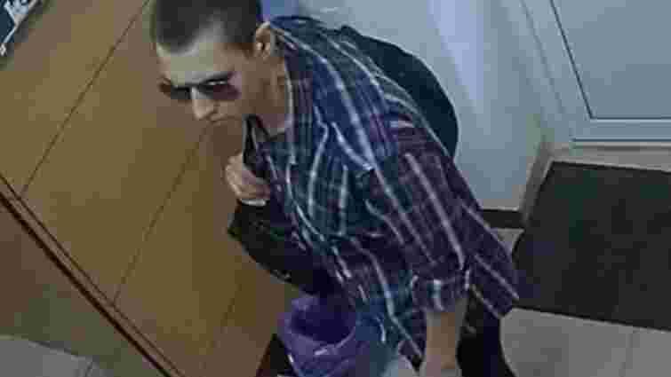 Озброєному грабіжникові столичного обмінника вдалося втекти від поліції