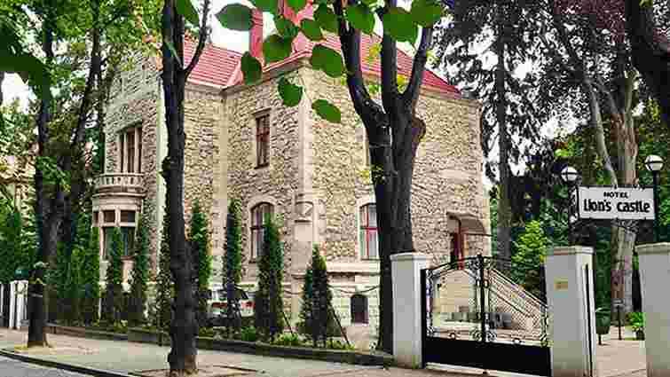 Суд виселив перший приватний готель Львова з двох історичних вілл