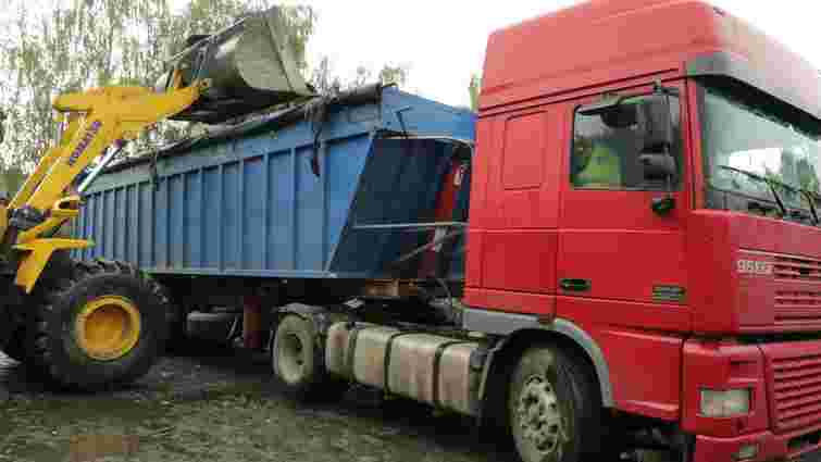 Невідомі заблокували пункт перевантаження сміття у Львові