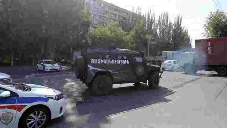 У Єревані озброєні люди захопили будівлю поліції