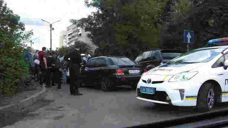 Інспектора митного поста на Львівщині затримали за хабар