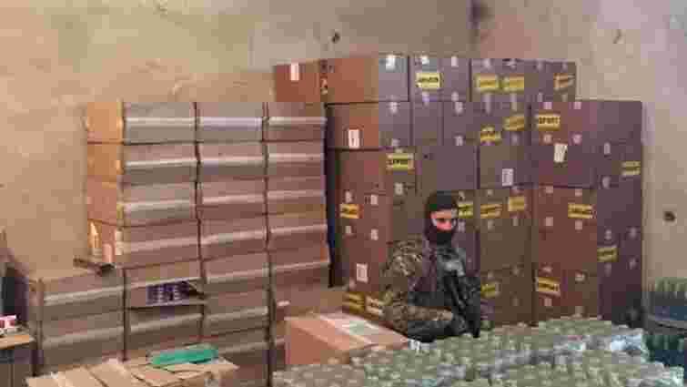 Силовики винесли з адміністрації ДПСУ коробки з невідомим вмістом
