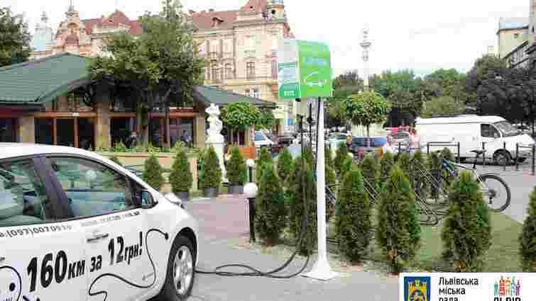 У центрі Львова встановили ще одну станцію для зарядки електромобілів