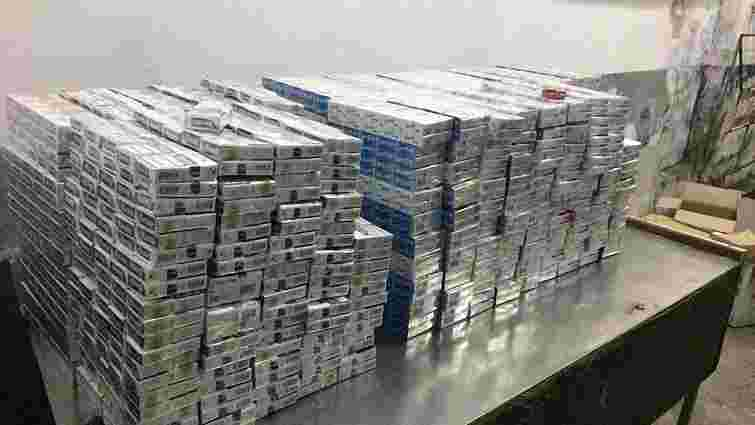 За контрабанду сигарет в Шегинях вилучили два мікроавтобуси
