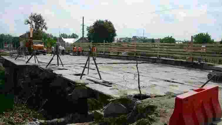 На мості на Городоцькій у Львові розширяють дорогу до чотирьох смуг