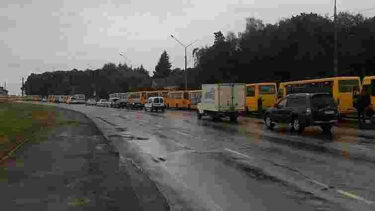 Водіям львівських маршруток пригрозили розправою, якщо вони виїдуть в рейс