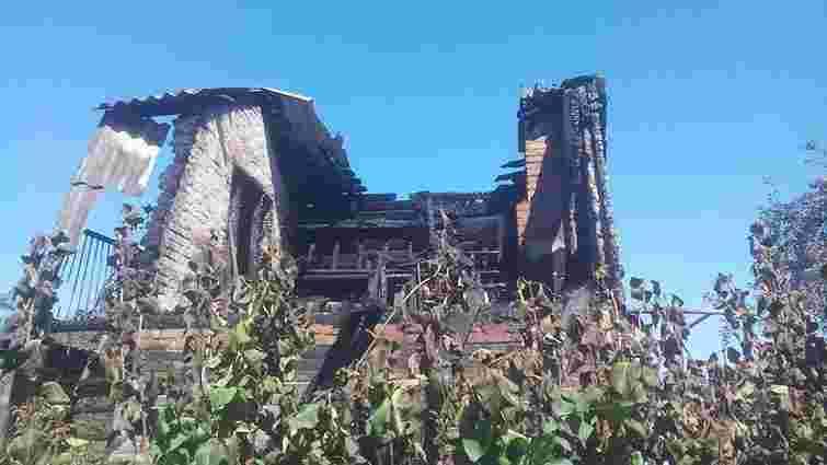 У Червонограді згоріла дача, ще три будівлі вдалося врятувати