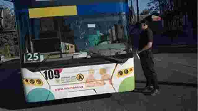 Водія львівського тролейбуса оштрафували за розмови по телефону