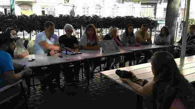 Звільнені співробітники «FM Галичина» провели прес-конференцію під радіостанцією
