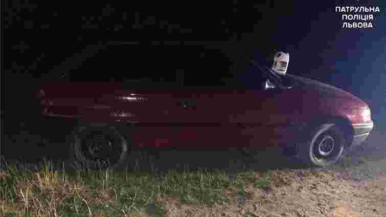 У Львові патрульні затримали 19-річного злочинця на викраденому авто