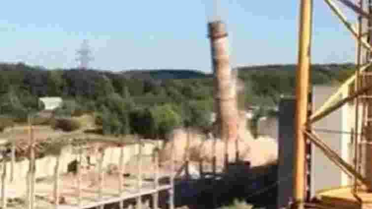 У Львові лише з третього разу змогли підірвати 77-метрову заводську трубу