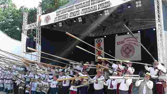 Під час гуцульського фестивалю на Закарпатті 56 трембітарів встановили національний рекорд