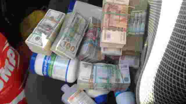 Українець намагався провезти в окуповану Горлівку $100 тис.