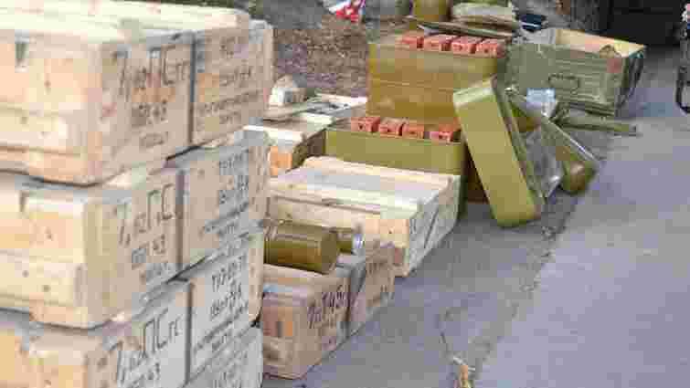 Українські військові виявили схованку з боєприпасами в зоні АТО
