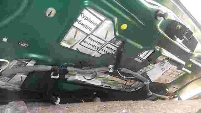 Чеський контрабандист намагався перевезти через кордон на Львівщині 1300 пачок сигарет
