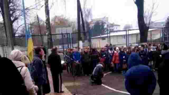 Директор тернопільського училища, який ставив дітей на коліна, поновився на роботі