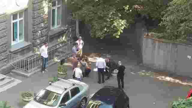 У Києві прокуратура затримала чоловіка з $30 тис. хабара від судді