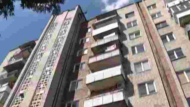 Чоловік зірвався з балкону у Червонограді через місяць після такого ж випадку з його сином