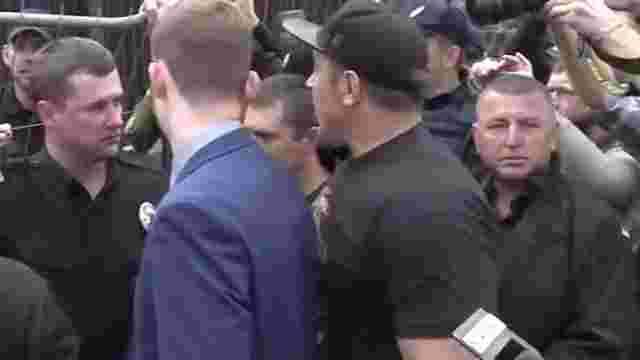 Під посольством РФ у Києві представники «Свободи» влаштували штовханину з поліцейськими