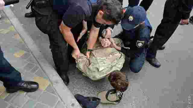 Біля консульства РФ в Одесі «Правий сектор» побився з поліцією, затримано 4 людини