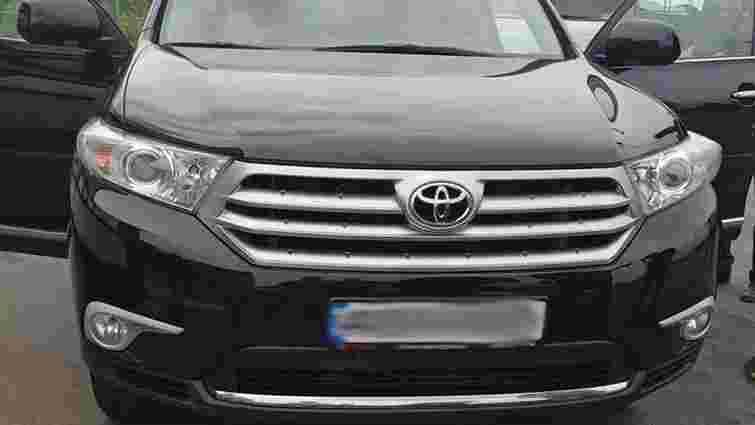 На кордоні з РФ затримали контрабандистів, які переправляли крадені авто в Грузію