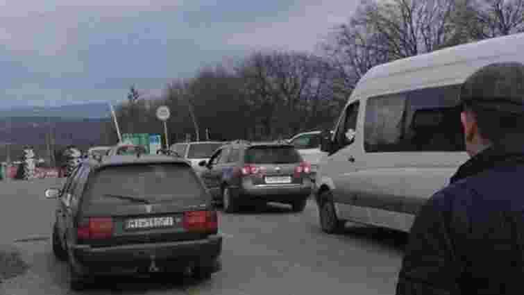 На Закарпатті водії продовжують блокувати пункт пропуску на кордоні зі Словаччиною