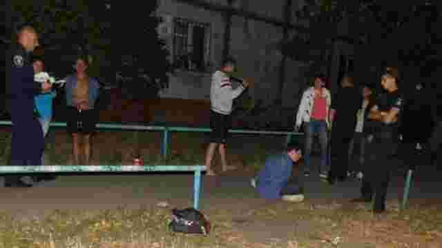 У Києві перехожі затримали іноземця, який вдарив жінку молотком по голові