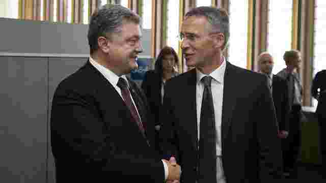 Генсек НАТО підтримав продовження дії санкцій щодо Росії під час зустрічі з Порошенком