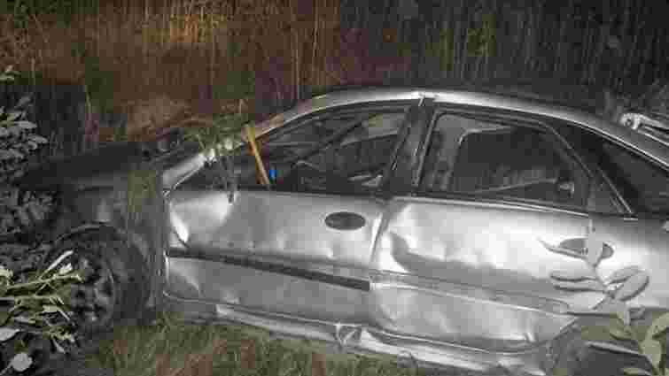 На Закарпатті автомобіль вилетів у кювет: дві особи загинули, троє поранені