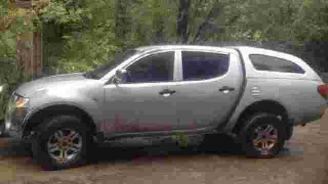 На Луганщині прикордонники затримали позашляховик, викрадений бойовиками два роки тому