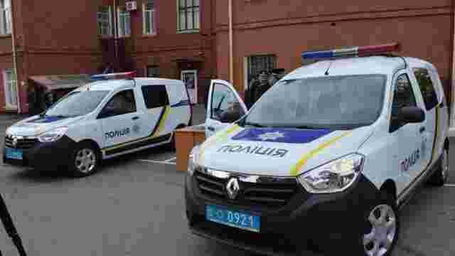 Нардеп, який живе на одну зарплату, подарував поліції два автомобілі