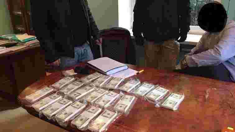 У Києві на хабарі у $200 тис. затримали прокурора Генпрокуратури