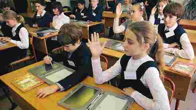Міносвіти пропонує видавати електронні підручники для школярів
