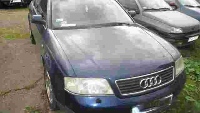 На Львівській митниці затримали автомобіль з підробленими документами