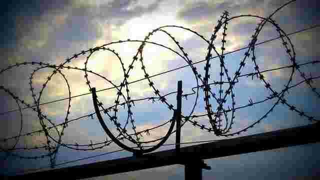 У Рівному 17-річного юнака засудили до вищої міри за вбивство рідних бабусі і батька