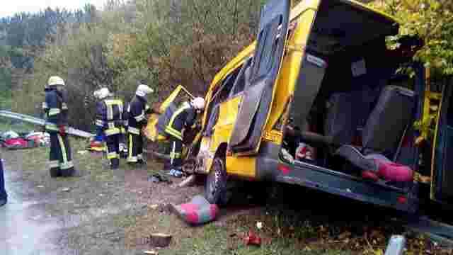 На Хмельниччині вантажівка зіткнулась із пасажирською маршруткою, є загиблі