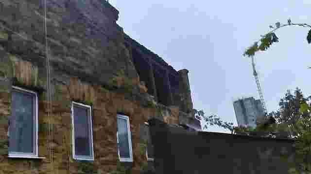 В Одесі обвалилася частина триповерхового будинку, є загиблий